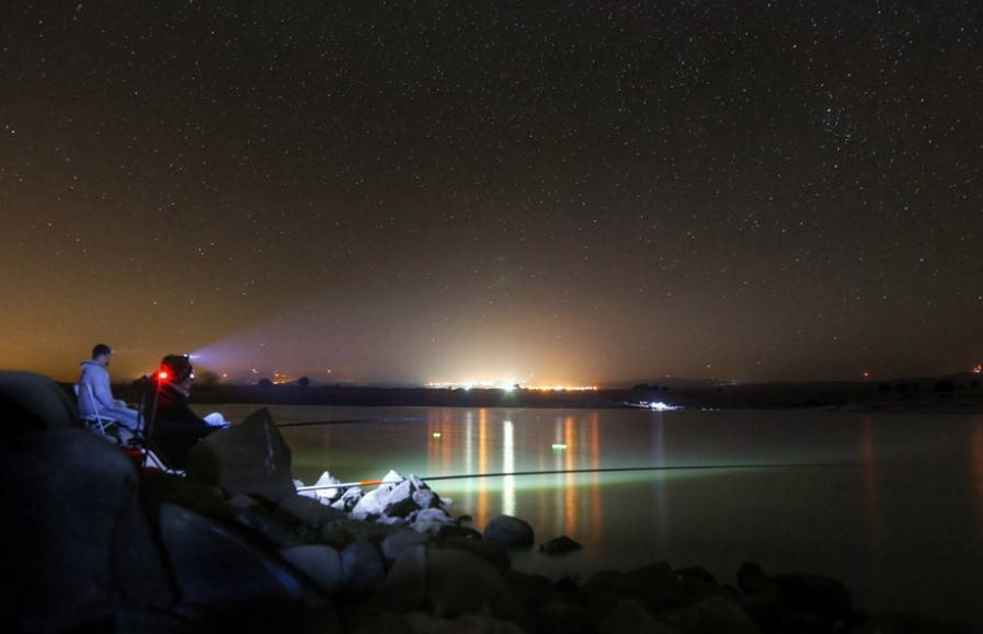 4 Important Things to Bring When Fishing at Night